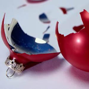 broken-xmas-ornament
